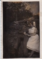 Foto Deutscher Soldat Mit Krankenschwester -  2. WK - 8*5,5cm (44189) - Krieg, Militär