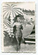 PHOTO ORIGINALE , Souvenir  , Femme Déguisé En Africaine , Dim. 6.0 X 9.0 Cm - Personnes Anonymes