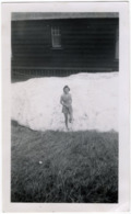 Pretty Young Woman In Patch Of Snow, Snapshot, Lake Louise, Canada, May 1945 - Anonieme Personen