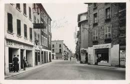 """/ CPSM FRANCE 38 """"Le Péage De Roussillon, Rue Grande Et Place De La Halle"""" - Roussillon"""