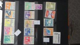 Belle Thématique En Timbres Et Blocs ** Sur Le Sport . A Saisir !!! - Collections (with Albums)