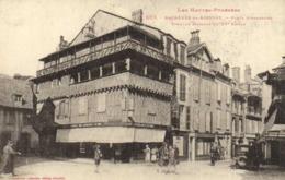Bagnères De Bigorre Place Strasbiurg Vieilles Maisons Du XVe Commerces Bijouterie Voiture Labouche  RV - Bagneres De Bigorre