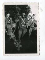 Photo Originale  Format : 88*60 Mm  Militaires Soldats Allemands Et Prisonnier Sénégalais   A VOIR  !!! - War, Military