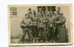 Carte Photo Originale  Format : 134*87 Mm  Militaires Soldats Allemands Et Prisonniers Sénégalais  A VOIR  !!! - Guerre, Militaire