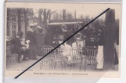 Paris Vécu (75)8ém Arr.)Aux Champs Elysées. Les Premiers Pas (carte Précurseur Non écrite) - Arrondissement: 08