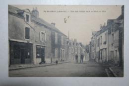 44 : Savenay - Rue Des Halles Vers Le Bout De Ville ( Epicerie ) - Savenay