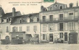 MONTARGIS - Place De La République, Grand Hôtel De France. - Montargis