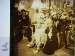 MISTINGUETT Dans Loge Aux Folies Bergère + Belle Soeur Mme Bourgeois + W. Tell. Plaque Verre, Positif. Lire Descriptif - Glasdias