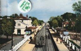 78 - Très Belle Carte Postale Semi Moderne Dentelée De LE VESINET  La Gare - Le Vésinet