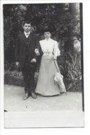 22540 -   Couple Devant Arbres Madame Avec Ombrelle Carte Photo - Paare