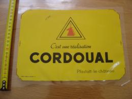 Ancienne Publicite Plastique Autocollante CORDOUAL PFASTATT LE CHATEAU Ne Colle Plus - Autocollants