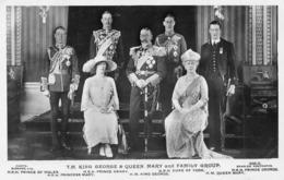 KING GEORGE & QUEEN MARY & FAMILY ~ A REAL PHOTO POSTCARD #94006 - Königshäuser