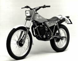 FANTIC MOTOR TRIAL 125 +-24cm X 17cm  Moto MOTOCROSS MOTORCYCLE Douglas J Jackson Archive Of Motorcycles - Fotos