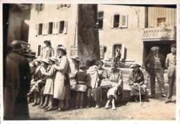 Photo - Sixt Haute-Savoie, La Place, Femmes Autour De L'arbre, Août 1934 - Lieux
