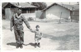 Photo Militaria - Guerre D'Algérie, Au Cantonnement - Guerra, Militares