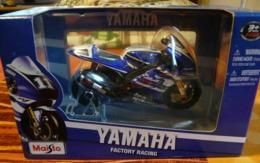 MOTO  YAMAHA M1 MAISTO  ECHELLE 1/18 YAMAHA FACTORY RACING N° 11 - Motos