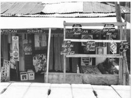 Photo Cameroun. Bamenda Un Petit Resto Maki Local Avec Ses Mentions Religieuses Photo Vivant Univers 2000 - Afrique