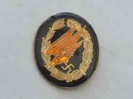 Pin's INSIGNE AIGLE ALLEMAND, CROIX GAMMEE - Militaria