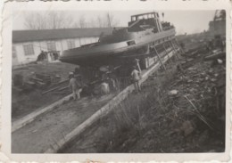 G21-13) ARLES (BOUCHES DU RHONE) EN 1937 - UN BATEAU REMORQUEUR C.N.D.R.  - 2 SCANS - Bateaux