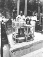 Photo Cameroun. Maroua Vendeurs D'essence De Contrebande Photo Vivant Univers 2000 - Afrique