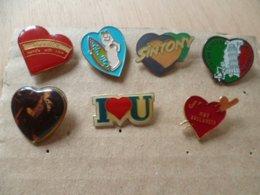 LOT DE 7  PIN' S   COEUR - Badges