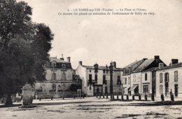 Le Poiré Sur Vie : La Place Et L'Orme - Poiré-sur-Vie
