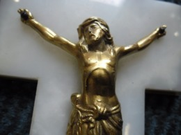 CROIX ANCIENNE JESUS CHRIST En METAL DORE Et MARBRE BLANC 110 Mm X 183 Mm Religion Catholique - Religión & Esoterismo