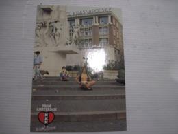 CPSM AMSTERDAM LE DAM (dans Le Coeur D'AMSTERDAM) Avec Le Monument National Jeune Femme Seins Nus Voyagée TBE - Amsterdam