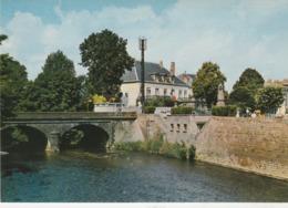 - CPSM - 63 - ISSOIRE - Pont De La COUZE PAVIN - La Sous-Préfecture -  039 - Issoire