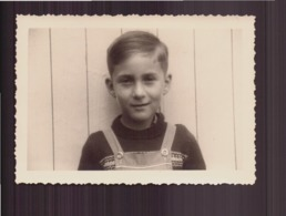 Photo ( 10 X 7 Cm ) Jeune Garçon En Salopette - Personnes Anonymes