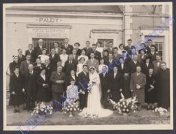 TB Photo Ancienne C.1946 Paudy - Indre 36 - Mariage Groupe Devanture Postes Télégraphes Téléphone Caisse D'Epargne - Lieux