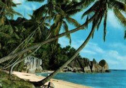 CPM - SEYCHELLES - PLAGE APRES L'UNION - LA DIGUE ... (Affranchissement Timbres) - Seychelles