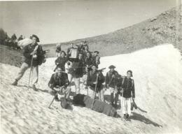 (MONTAGNES  )( 06 ALPES MARITIMES ) ( COL DE CROUSETTE ) ( MILITAIRES ) TRANSPORT DE MATERIEL A DOS D HOMME  . 1937 - War, Military