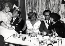 Grande Photo Originale Alcool Faisant Les Couples Se Forment Et Les Jalousies Aussi ! Grosse Soirée & Cotillons, Chapeau - Personnes Anonymes
