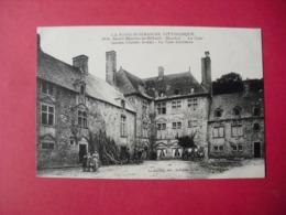 3058  -  St-MARTIN-LE-HEBERT  (Manche)  -  La Cour  -  Ancien Château Féodal  -  La Cour Intérieure - Frankreich