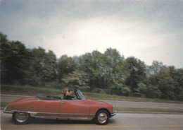CP Voiture 3227 DS 19 Cabriolet 'Amoureux Dans La Vent' - PKW