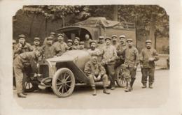 CPA 2804 - MILITARIA - Carte Photo Militaire - PARIS - Un Groupe De Soldats - Convois  Automobile & Camion Militaire - Ausrüstung