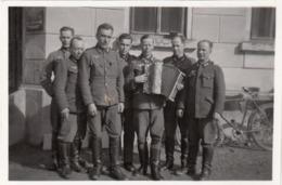 WK II - Foto Von Soldaten 12.5.1941, Größe Ca. 9 X 6 Cm - 1939-45