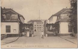 RAMBOUILLET - La Caserne Du 12 ème Cuirassiers. Militaire En Vélo Rentrant à La Caserne. - Rambouillet