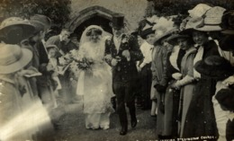 RPPC LEAVING BLEDINGTON CHURCH   FRANK PACKER PHOTOGRAPHER CHIPPING NORTON HISTORIA SOCIAL - Inglaterra