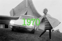 RARE PHOTO......... CITROEN DS 21 ARTISTIQUE AVEC UNE FEMME, 1970 - Automobiles