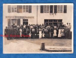 Photo Ancienne - BRETAGNE ? à Situer - Portrait De Mariage , Femme Avec Coiffe - Mercerie Epicerie Rouennerie Café - Lieux
