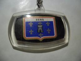 PORTE CLEFS GRE - SENS (89) Accessoire D'auto Racé @ 5,3 Cm - Sleutelhangers