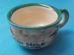 Pot De Chambre Miniature Avec Texte Sur Le Contour Et Oeil Ouvert Dans Le Fond - Unsigned