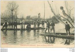 17 PONS EN SEUGNE. Retour De Pêche Et Bredouilles 1907. Pêcheurs Au Filet Et Poissons - Pons