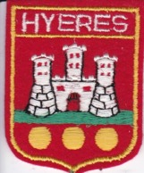 ECUSSON - TISSU BRODE - YERES - Dimension: 5CMS X 6CMS - Patches