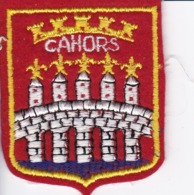 ECUSSON - TISSU BRODE  - CAHORS - Dimension: 5CMS X 6CMS - Patches