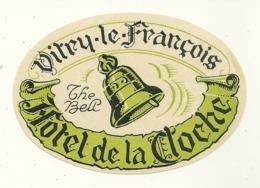 51 VITRY LE FRANCOIS ETIQUETTE HOTEL DE LA CLOCHE THE BELL PUBLICITE MARNE - Hotelaufkleber
