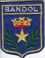 ECUSSON - TISSU BRODE  - BANDOL - Dimension: 5CMS X 6CMS - Patches