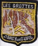 ECUSSON - TISSU BRODE  - LES GROTTES D'ARCY SUR CURE - Dimension: 5CMS X 6CMS - Patches